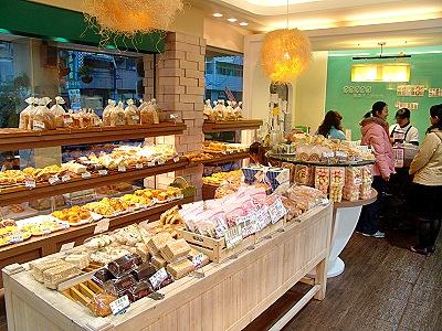 钻研面包制作多年的高文骏先生,於2006年3月成立罗森手工烘焙坊,从